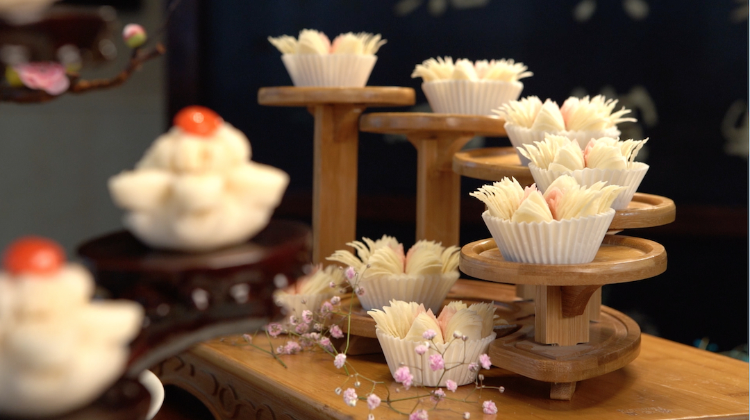 The-ULTIMATE-Chinese-Food-Tour-Tea-and-pastries-in-Yangzhou-1